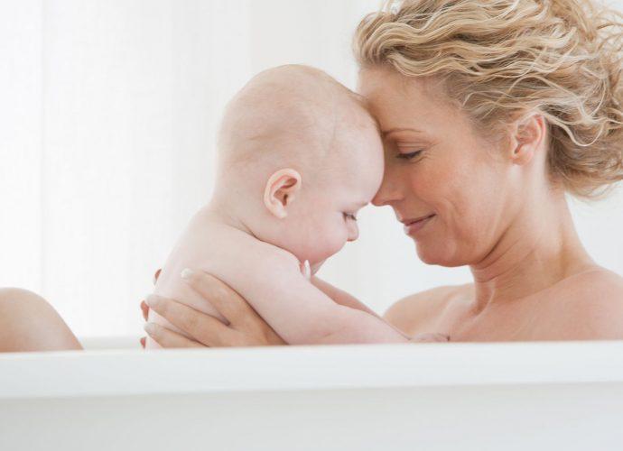 Bagnetto mamma e neonato come farlo e benefici