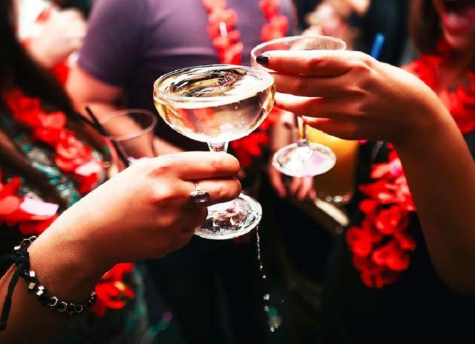 Bere alcolici durante l'allattamento: vietato brindare a Capodanno?