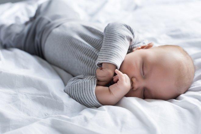 Come abituare il neonato ad addormentarsi da solo
