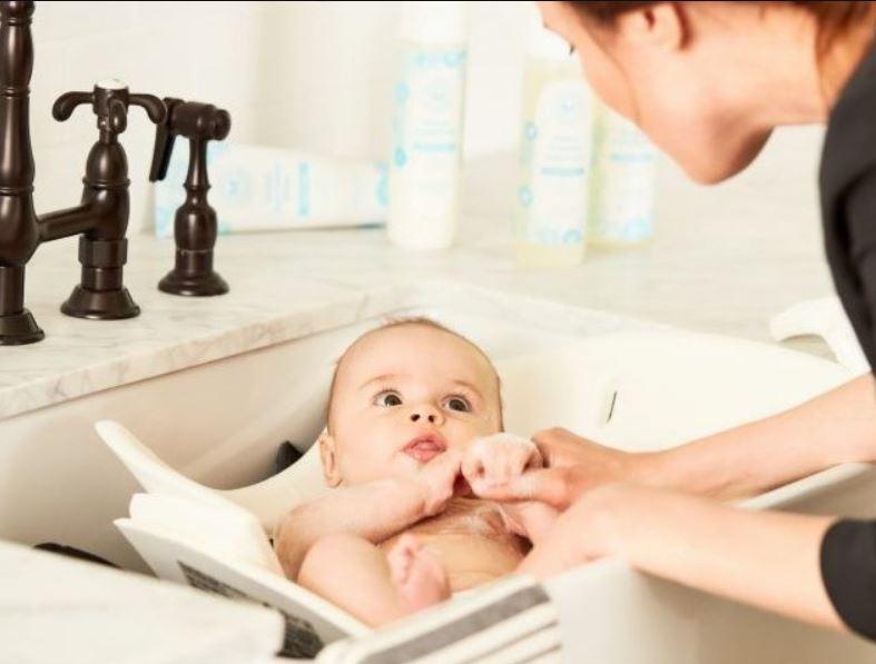 come fare il bagnetto neonato