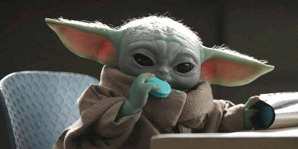 Baby Yoda mangia i biscotti blu