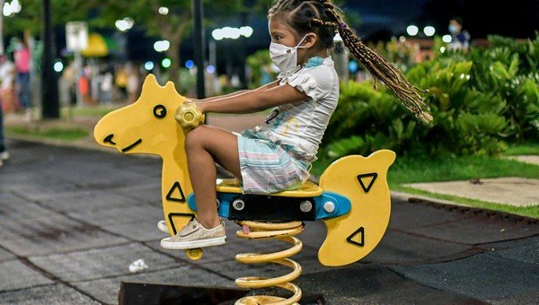 Come aiutare i tuoi figli a fare amicizia durante la pandemia di Covid 19