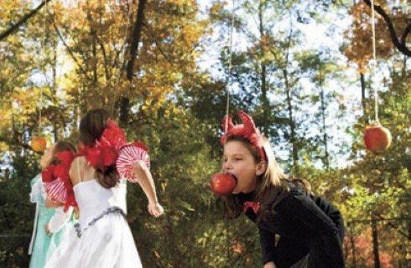 Gioco delle mele Carnevale